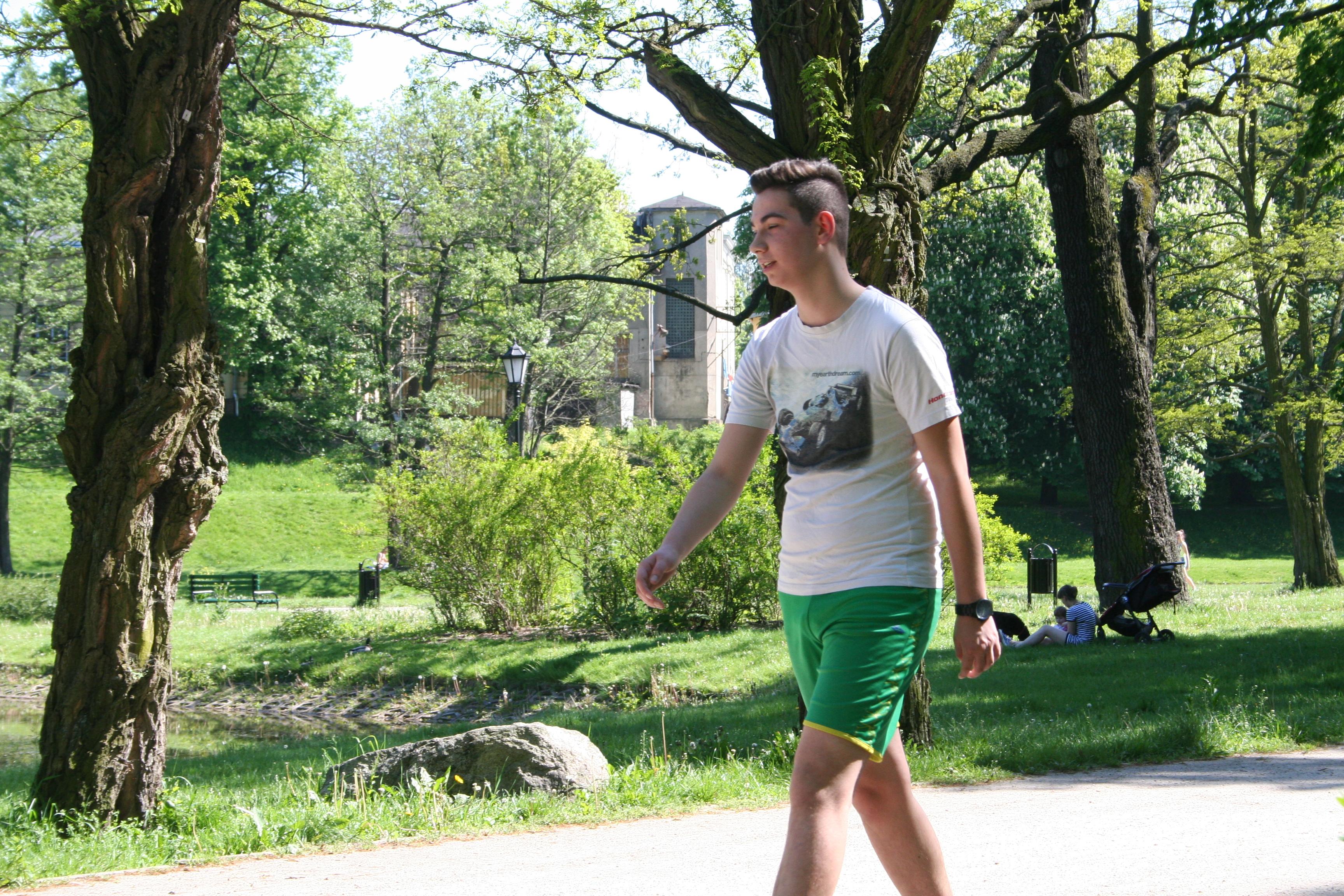 Uczniowie trenują biegi przed maratonem